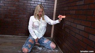 Seasoned big titty blonde washes her self super clean
