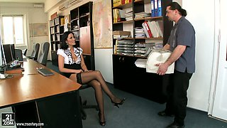Slutty businesswoman Carmen Rose experiences a tough anal fuck