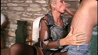 Smoking hot blonde Christie Lee gives good head before fuck session
