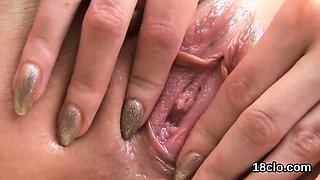 Natural cutie is gaping spread snatch in close up and having