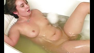 Yanks BBW Samantha's Fun Fingervibe in the Tub