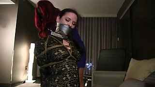 An unforgettable night of bondage in the hotel room
