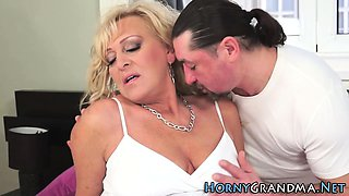Grandma slut gets cumshot