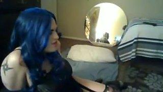 Crossdresser with blue hair sucks