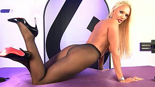 lucy zara in black pantyhose 20.07.17