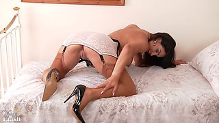 mature woman in high heels play with her pussy