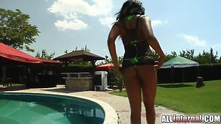 threesome sex outdoors with a slutty brunette