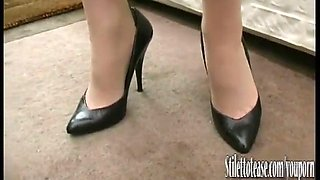 Holly kiss  stiletto tease