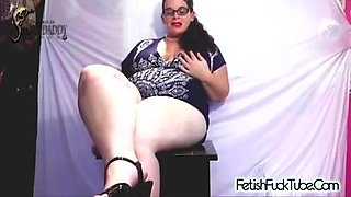 BBW School Teacher shows students to make her pussy squirt