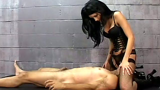 Alluring brunette mistress  Leah Wilde loves breath games