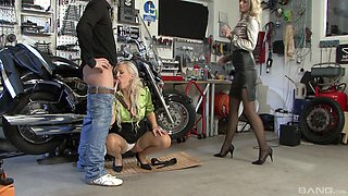 Eliss Fire and Klarisa Leone want to enjoy a fellow's big dick