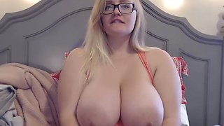 Amazing big boobs blonde masturbates for web viewers