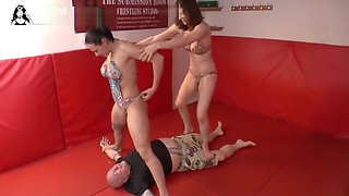 3 girls mixed wrestling