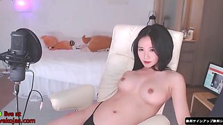 Korean cam beauty with incredible body
