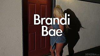 Tanned big breasted auburn hottie Brandi Bae spreads for some analfuck
