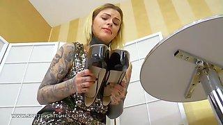 clean my sexy high heels - @heelslovers