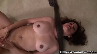 American milf Serena Cruz wants to take her clothes off