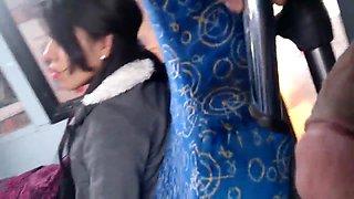 mostrando pene en el bus
