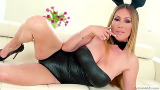 Kianna Dior is a stunning MILF who wants to make a dick stiff