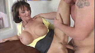 Mommies Got Bubbies - Deauxma