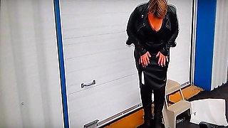 Mistress test ses nouvelles bottes