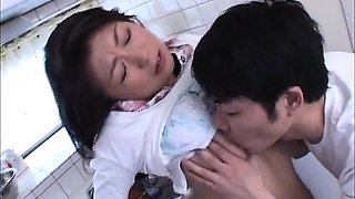 Japanese mom Akaya tooks bath with her boy 1 (MrBonham)