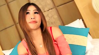 Lewd bimbo reveals her gorgeous body curves for the livecam