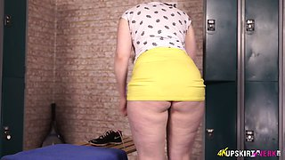 Rather sporty but still hot looking redhead Jaye Rose exposes her bum