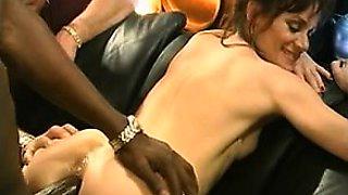 mature italiana takes anal italian cuckold