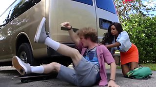 Car accident quickly turns into very steamy action