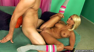 Buxom blondie Briana Blair gets her quim banged missionary