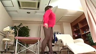 Japanese av model shame ! voyeur : hairy pussy through pantyhose ! 4
