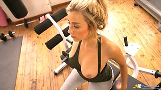 Sporty curvy blond head Louise is eager to flash you her nice cleverage