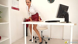 Naughty secretary Bonnie exposes her rounded booty and bald pussy