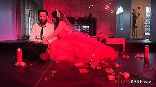 Dirty bride SiouxsieQ gets gangbanged