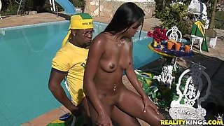 Mind taking Latin babe gives a zealous ride to black daddy