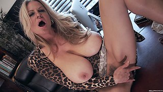 Kelly Madison teases a lover with her tight pleasure hole