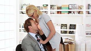 Beautiful officebabe seduces boss and sucks
